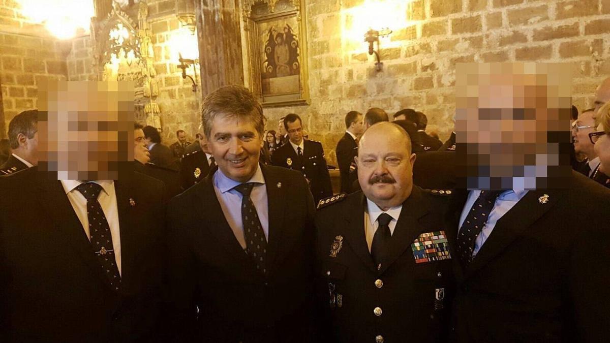 El comisario José Piris Perpén junto al director de la Policía Ignacio Cosidó en la toma de posesión del jefe superior de Valencia en 2016