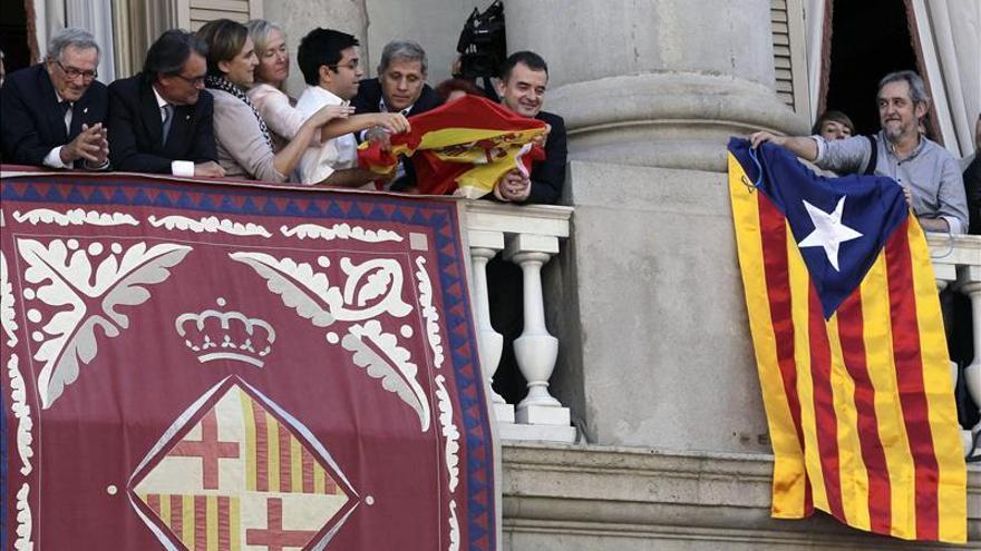 """El PP acepta la disculpa de Bosch pero le replica que """"no es nadie"""" para colgar la bandera"""