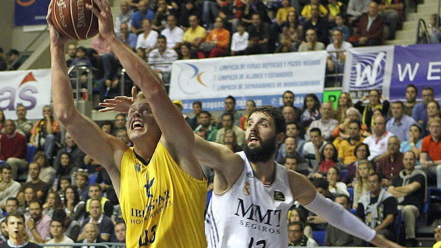 Partido entre el Iberostar Tenerife y el Real Madrid de la Liga ACB.