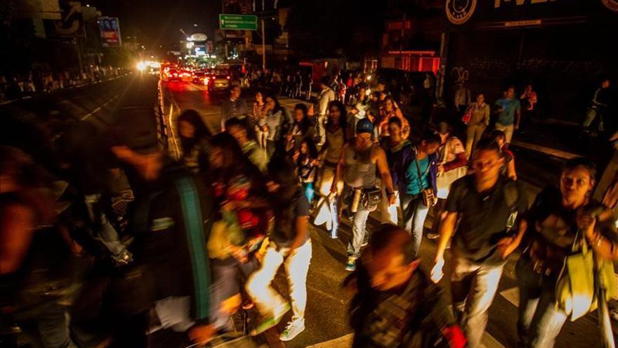 Un apagón deja a oscuras el centro y occidente de Venezuela