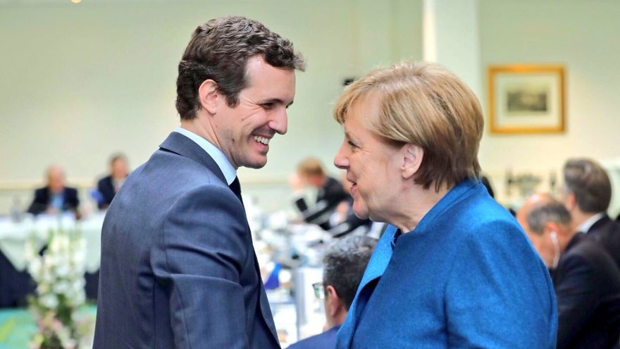Pablo Casado y Angela Merkel.
