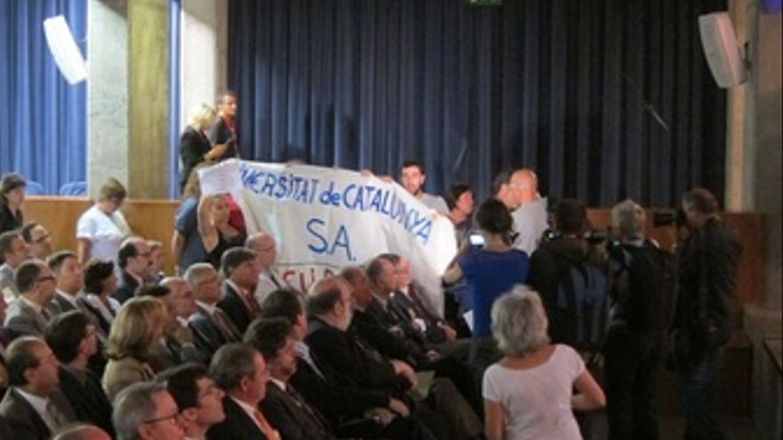 Estudiantes Interrumpen Inauguración Curso Universitario