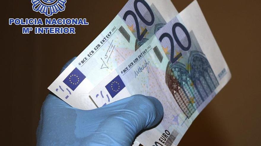 Cae un grupo internacional especializado en fabricar y distribuir euros falsos. lo pongo en madrid