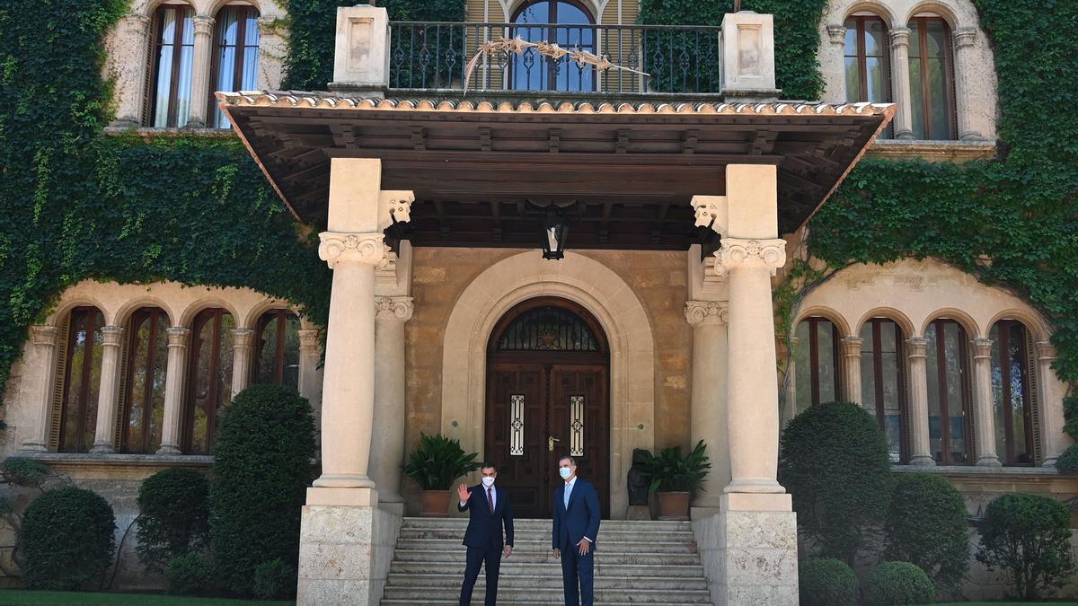 Pedro Sánchez y Felipe VI, este martes en Palma.