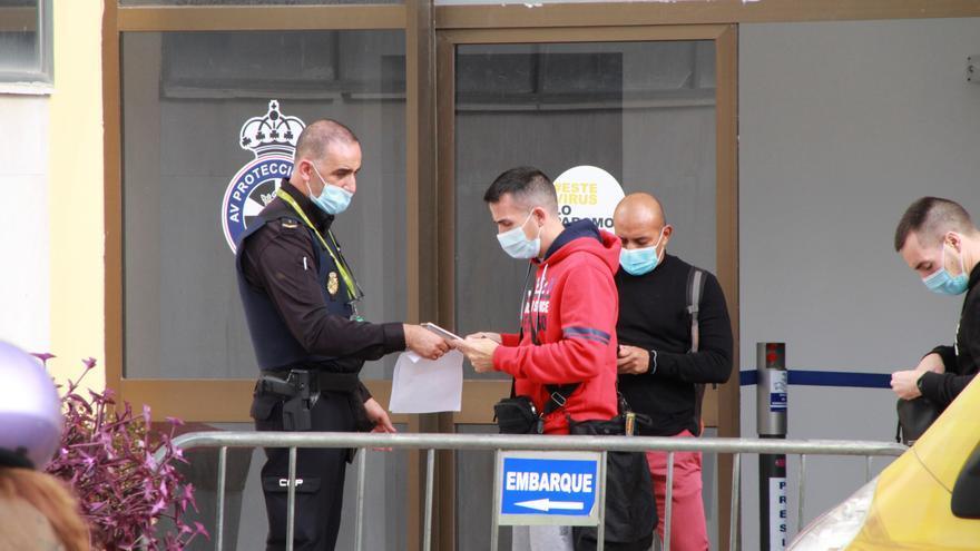 """Ceuta permitirá viajes en Navidad y dice que la palabra allegados es """"un coladero"""""""