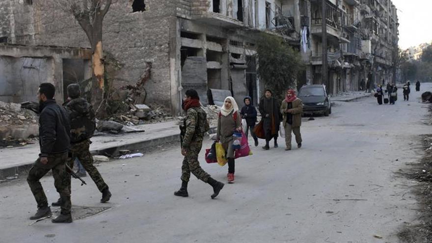 Prosiguen los bombardeos en los barrios rebeldes de Alepo