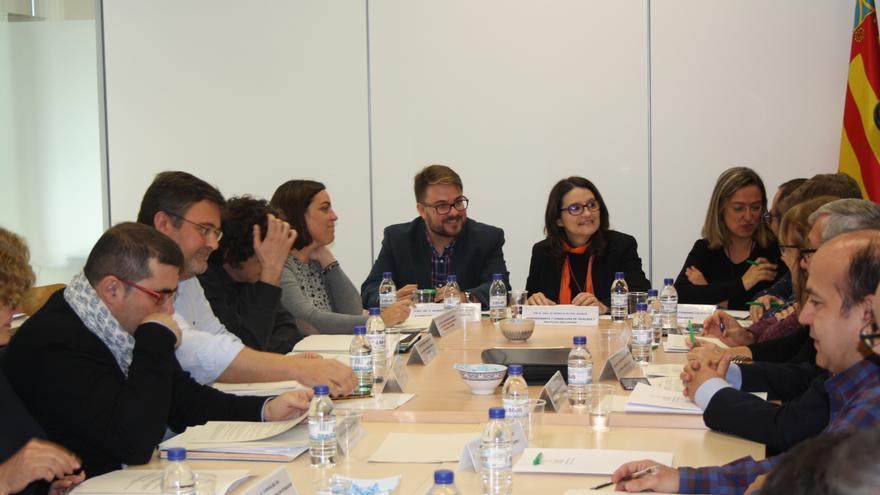 La vicepresidenta del Consell preside la comisión de Atención y Acogida al refugiado