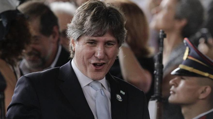 El exvicepresidente argentino declara no conocer al acusado de ser su testaferro