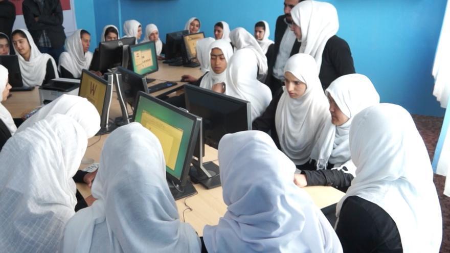 Estudiantes en el centro 'Amina Fadawi High School', en un programa de a ONG Digital Citizen Fund.