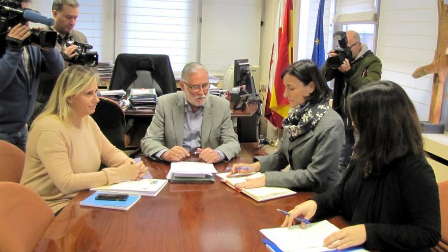 La Consejería y el Consistorio santanderino han abordado los proyectos comunes en la ciudad.