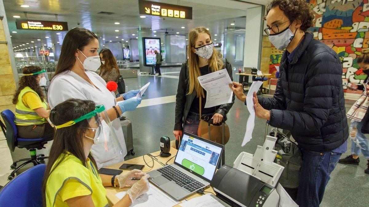 Control de COVID en un aeropuerto de Canarias.