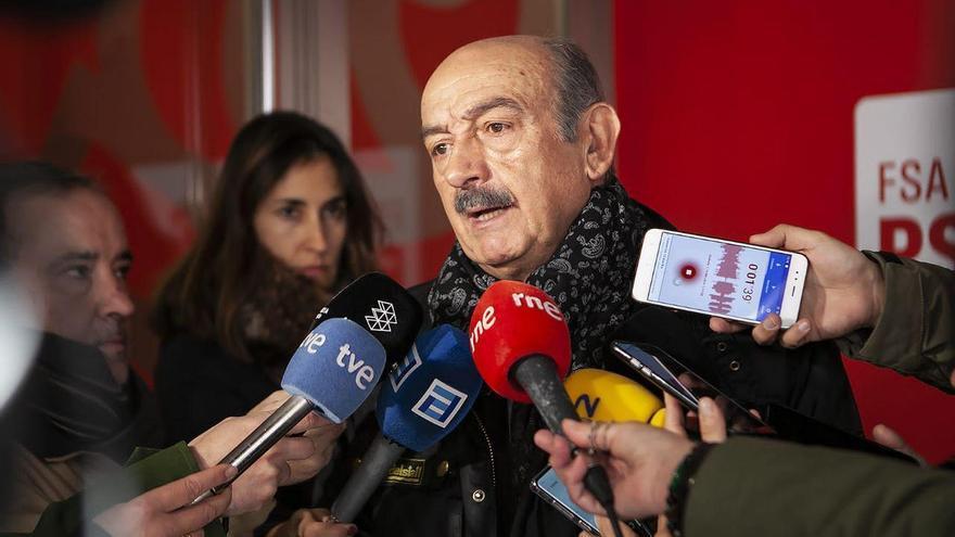 El diputado nacional del PRC, José María Mazón, compareciendo ante los medios.