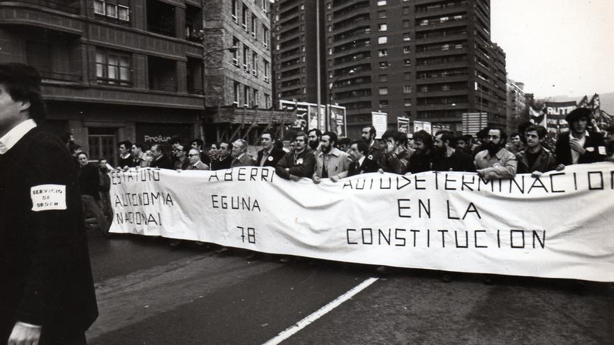Aberri Eguna unitario de 1978 con dirigentes de PNV, HB y PSOE, entre otros