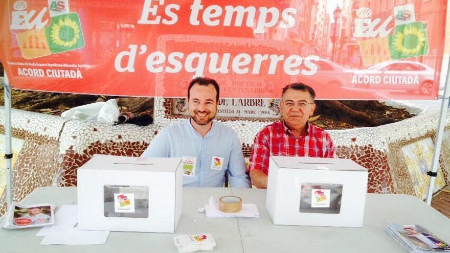 Andrés Martínez (izqda.), en una imagen del blog de campaña de EUPV de las pasadas elecciones municipales, en las que fue candidato por Castellón.