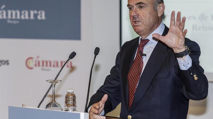 De Guindos dice que habrá mejores previsiones económicas en los PGE de 2018