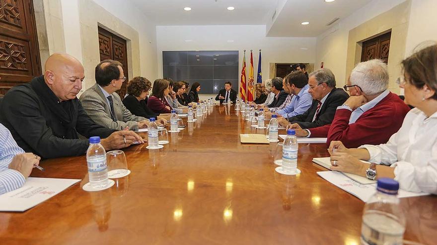 Un instante de la reunión del president con diferentes colectivos