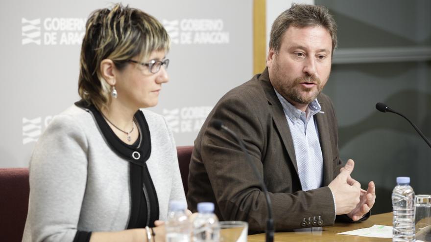 A la derecha el consejero de Vertebración del Territorio, José Luis Soro.