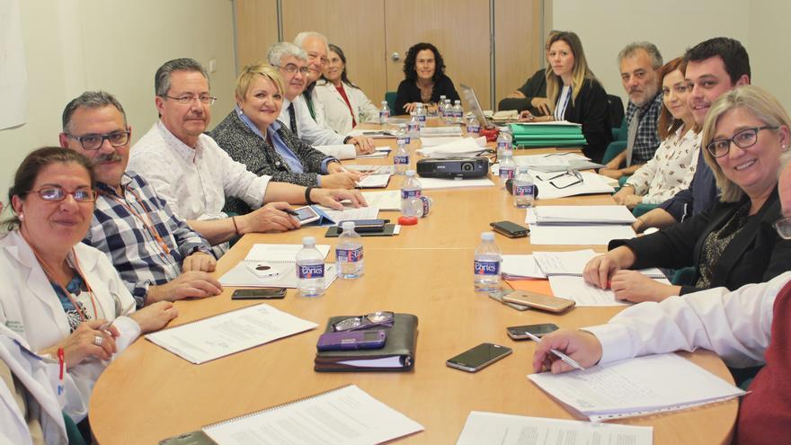La diputada Mercedes Berenguer con miembros del patronato de la Fundación del Hospital General