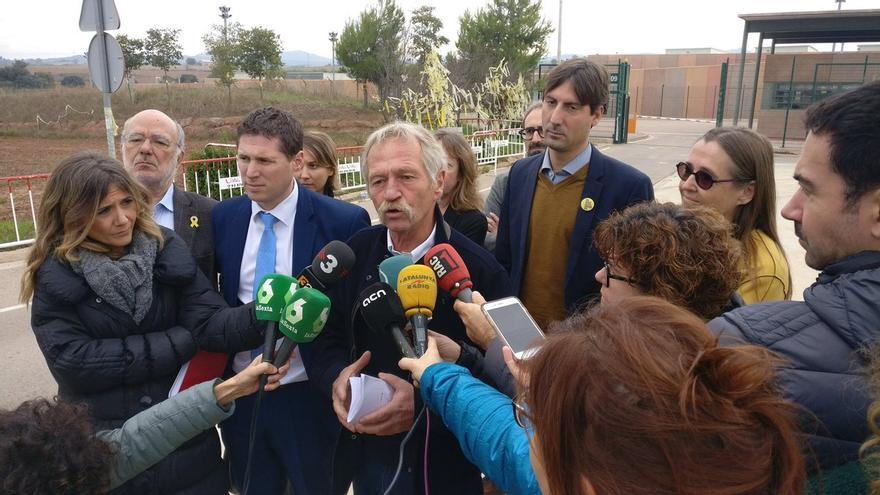 El eurodiputado José Bové a la salida de la prisión de Lledoners