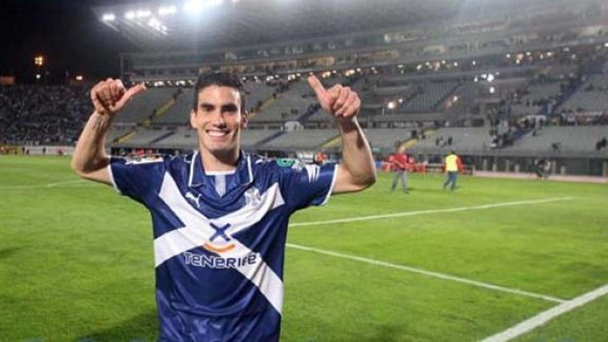 Alejandro Alfaro celebra en el Estadio de Gran Canaria la victoria en el derbi