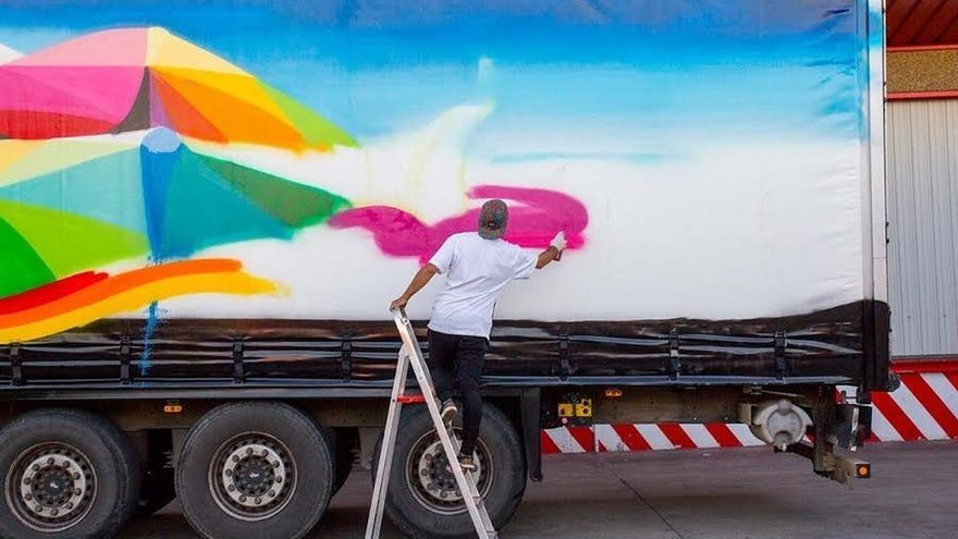 """Los artistas Andi Rivas y Santiago Ydañez pintarán """"en vivo"""" dos camiones en ArteSantander"""
