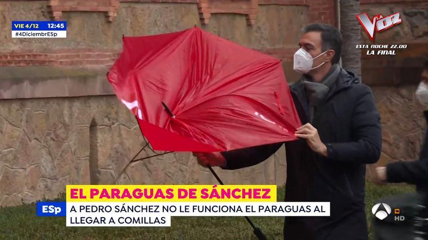 Pedro Sánchez se pelea con su paraguas