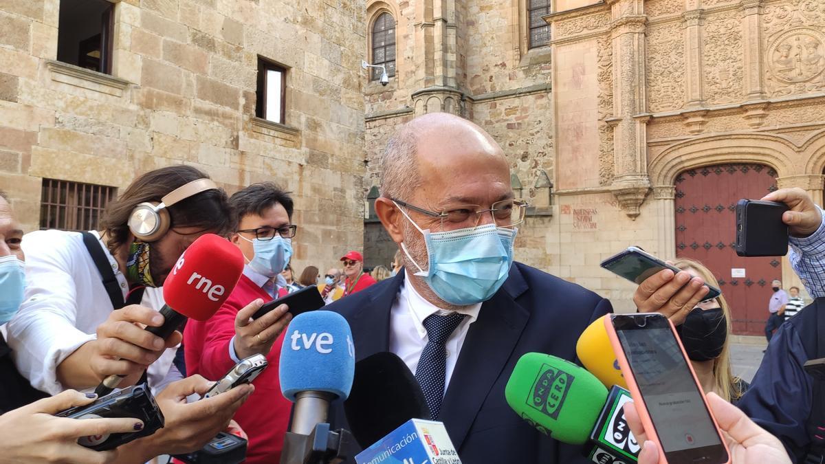 El vicepresidente de la Junta, Francisco Igea, atiende a los medios de comunicación en Salamanca.