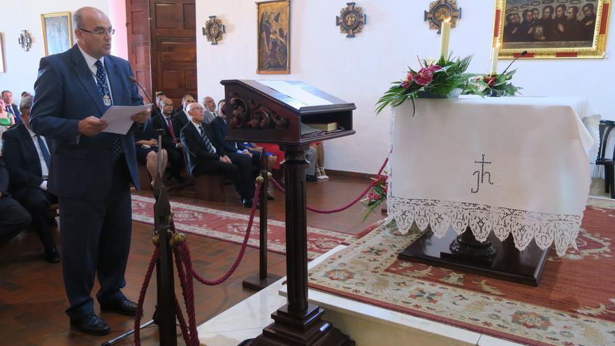 Anselmo Pestante, este viernes, durante su intervención en la tradicional ofrenda al patrón de La Palma.