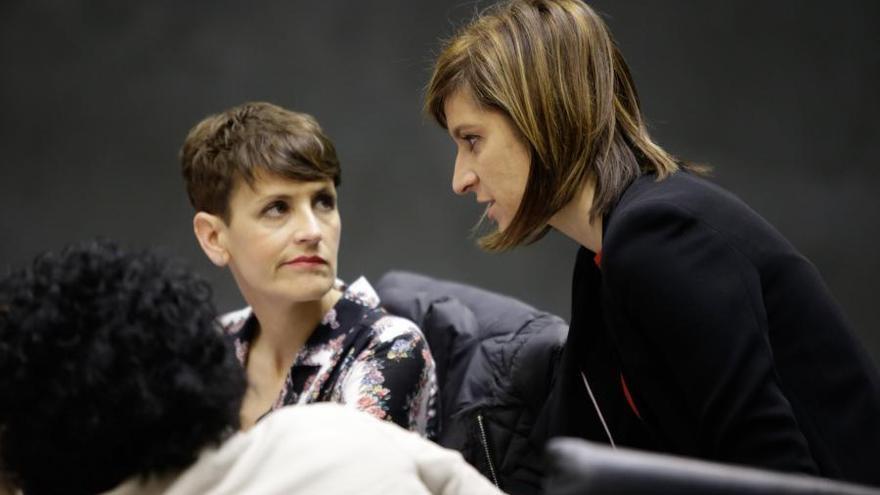 María Chivite y Nuria Medina, parlamentarias socialistas navarras.