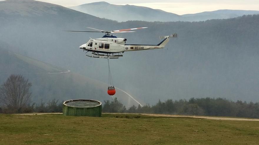 Se incorpora un hidroavión del Estado a la extinción de incendios en Cantabria