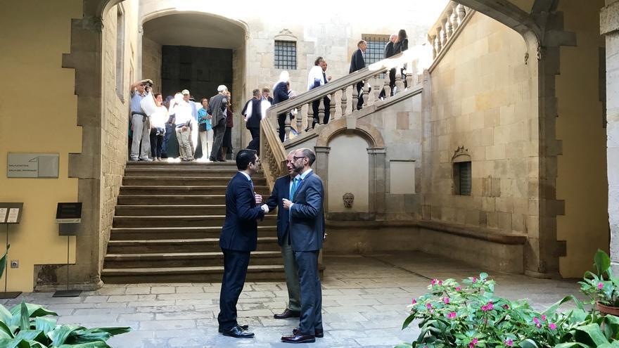 La Delegación del Gobierno aborda el referéndum con 60 cónsules en Barcelona