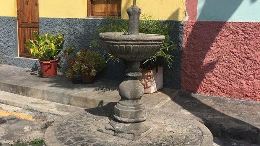 Chorro público de Argual donde se originó la alerta sanitaria.