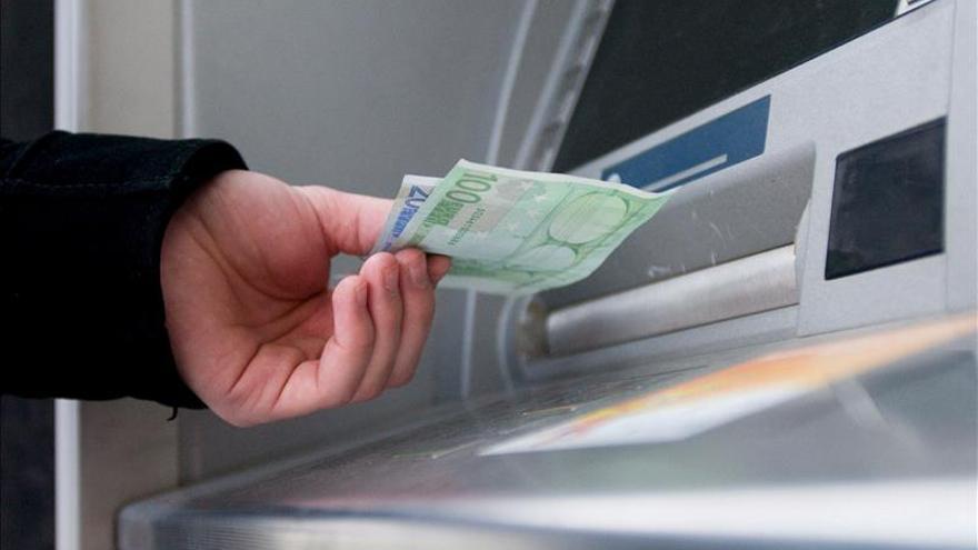 La morosidad bancaria baja al 12,51 % en 2014, apoyada en la reactivación