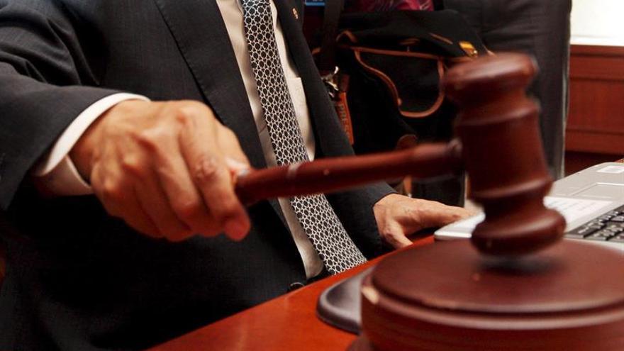 Fiscal de Argentina pide enviar a juicio a la vedette que pilotó un avión