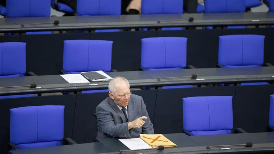 """Schäuble no descarta """"más medidas"""" para ayudar a Grecia en 2018"""