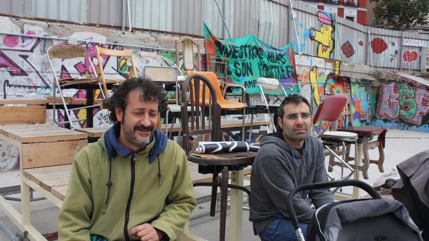 Roberto y Omar, padres en huelga en contra de los recortes en la educación pública