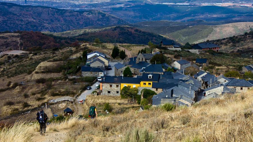 El pequeño Pueblo de El Acebo, uno de los más pintorescos de El Bierzo. VA