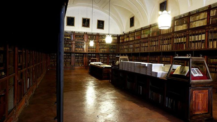 """La Biblioteca """"viva"""" del Monasterio del Escorial mima sus tesoros"""