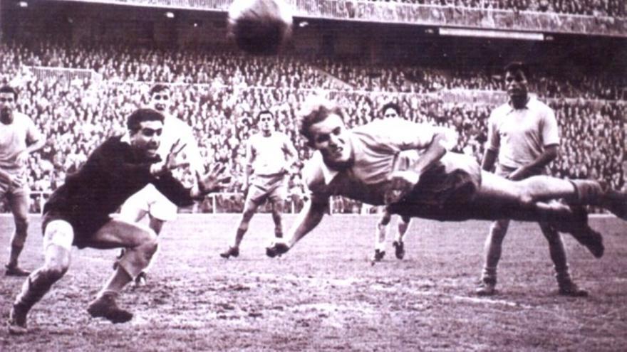Pantaleón fue defensa, debutando en el primer equipo amarillo en 1957 y conquistando una Copa de Europa con el Real Madrid de Di Stéfano y Puskas en la '59/'60.