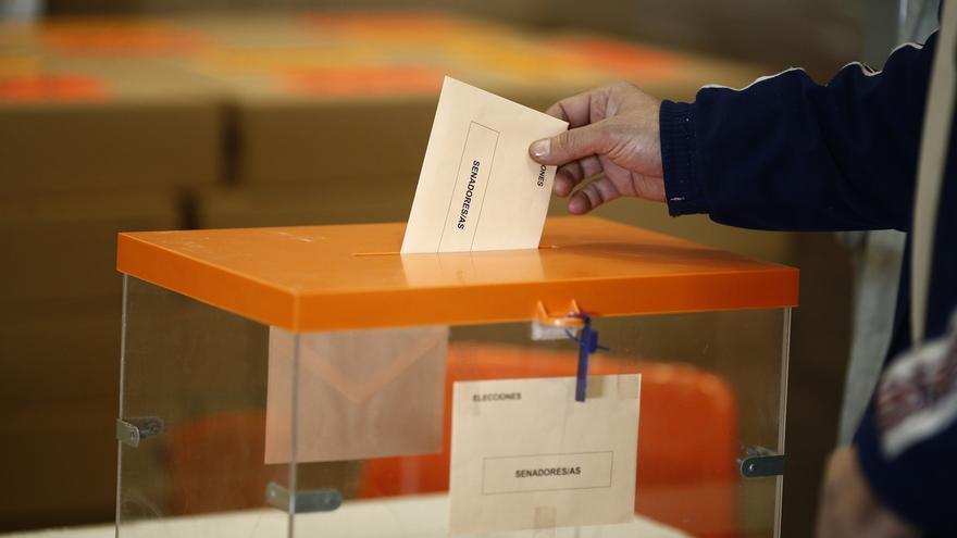 Convocados a las urnas más de 6,5 millones de andaluces, de los que cerca de 41.000 se estrenan en unos comicios