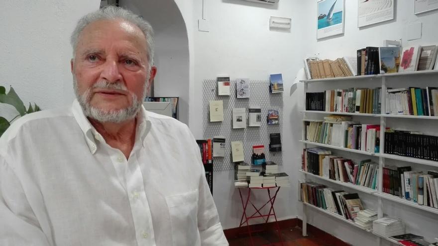 Julio Anguita, crítico en la UCI del Hospital Reina Sofía tras sufrir una parada cardiaca
