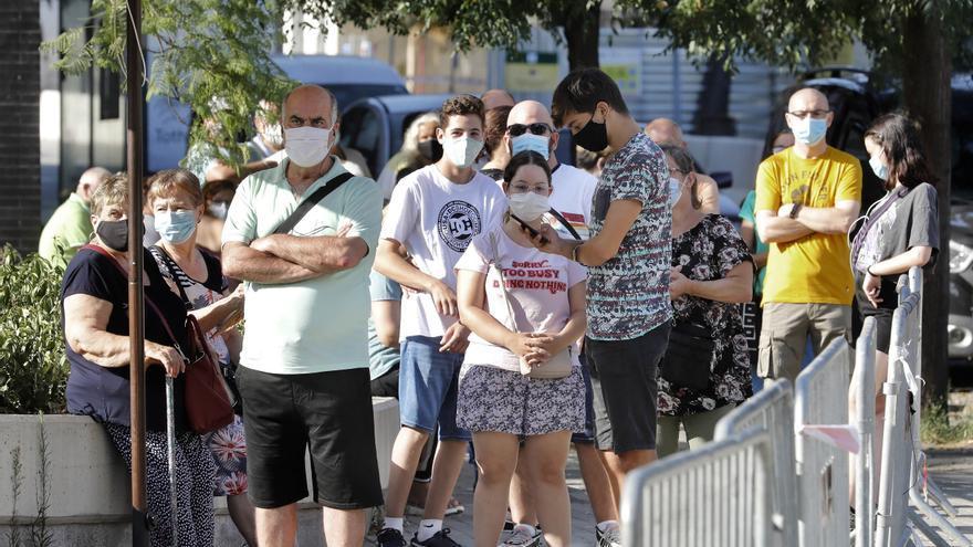 Cataluña notifica 1.120 positivos por COVID y 6 muertos en el último día