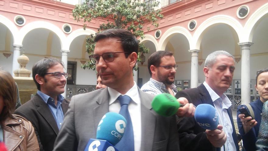 """El nuevo alcalde anuncia una reordenación del Ayuntamiento, con auditorías y """"revisión de contratas"""""""