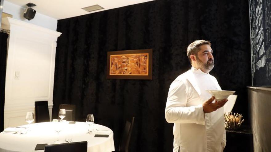 El Zárate, restaurante con estrella, transforma una parte en pescadería