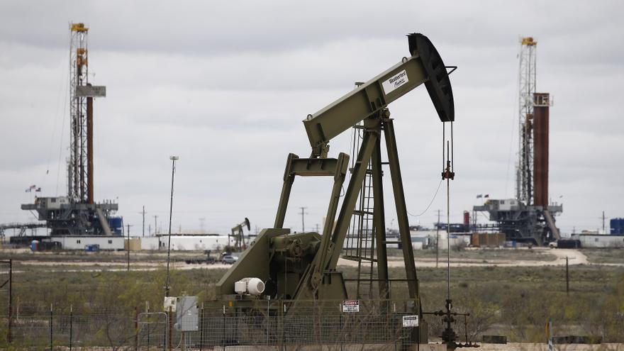 El petróleo de Texas abre con un descenso del 2,25 %, hasta 63,92 dólares