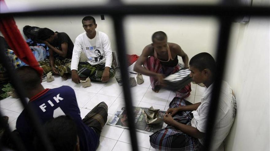 """Naufraga un barco que evacuaba indígenas """"rohingyas"""" en el sur de Birmania"""