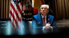 US President Donald J. Trump as he meets with Colorado Governor Jared Polis and North Dakota Governor Doug Burgum in the Cabinet Room of the White House, in Washington, DC. (Estados Unidos) EFE/Doug Mills
