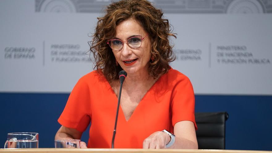 La ministra de Hacienda y Función Pública, Maria Jesús Montero, interviene en una rueda de prensa posterior a una reunión del Consejo de Política Fiscal y Financiera, a 28 de julio de 2021, en Madrid, (España).