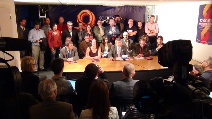 """Societat Civil Catalana alerta que Mas utiliza los poderes públicos para la """"destrucción"""" del Estado"""