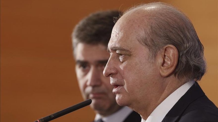 Fernández Díaz dice que España apoya controles fronterizos en la UE, pero no indiscriminados